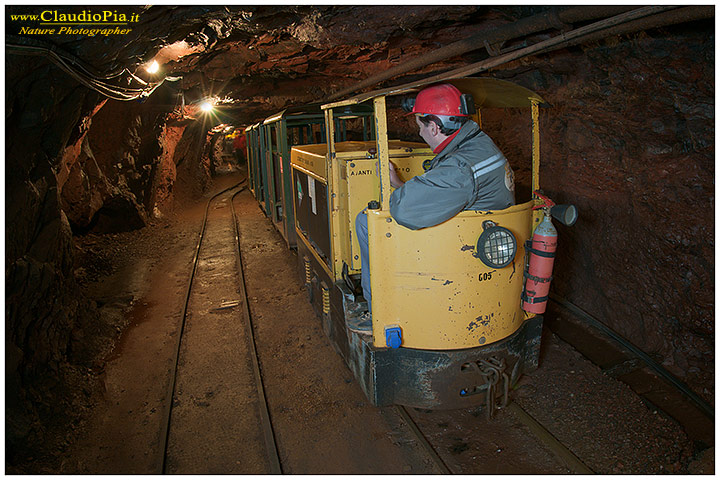mine, cave, miniera, underground, photography, nature photographer, gambatesa, train